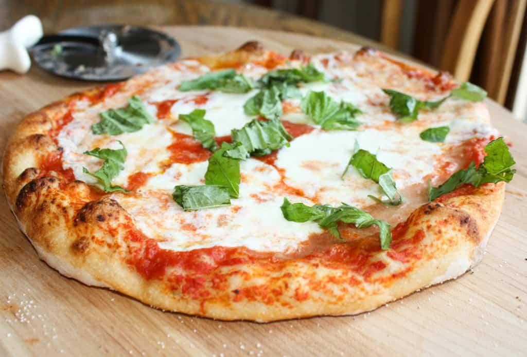 Neapolitan-Pizza-Kettlepizza