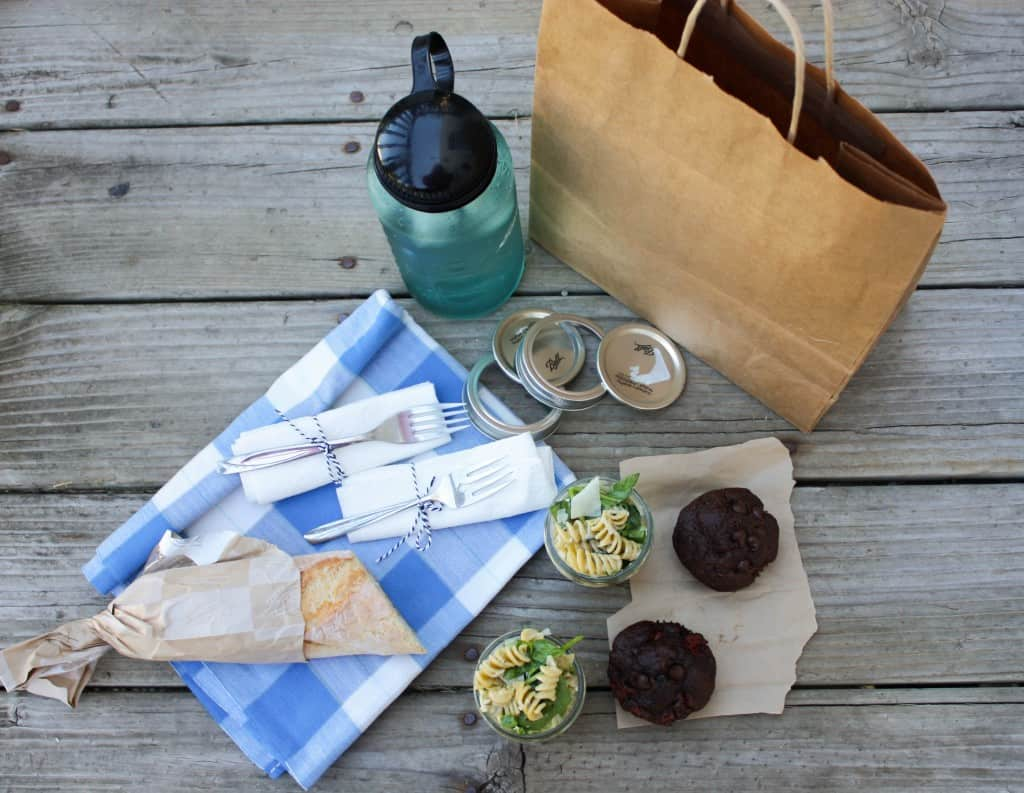 How to pack a simple picnic