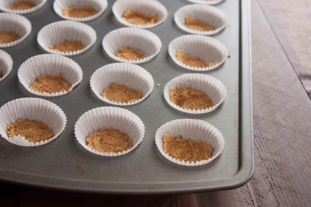 Mini-Cheesecake-bites-crust