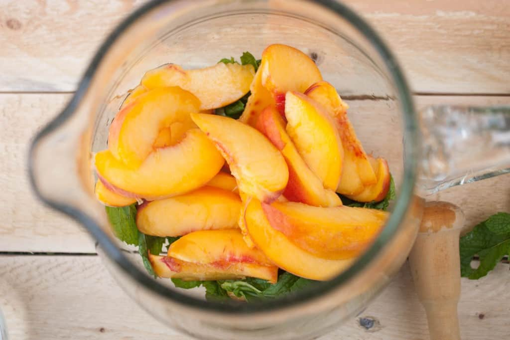 How-to-make-a-peach-mojito