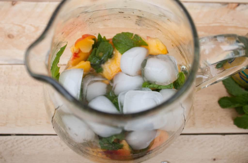 how-to-make-peach-mojitos