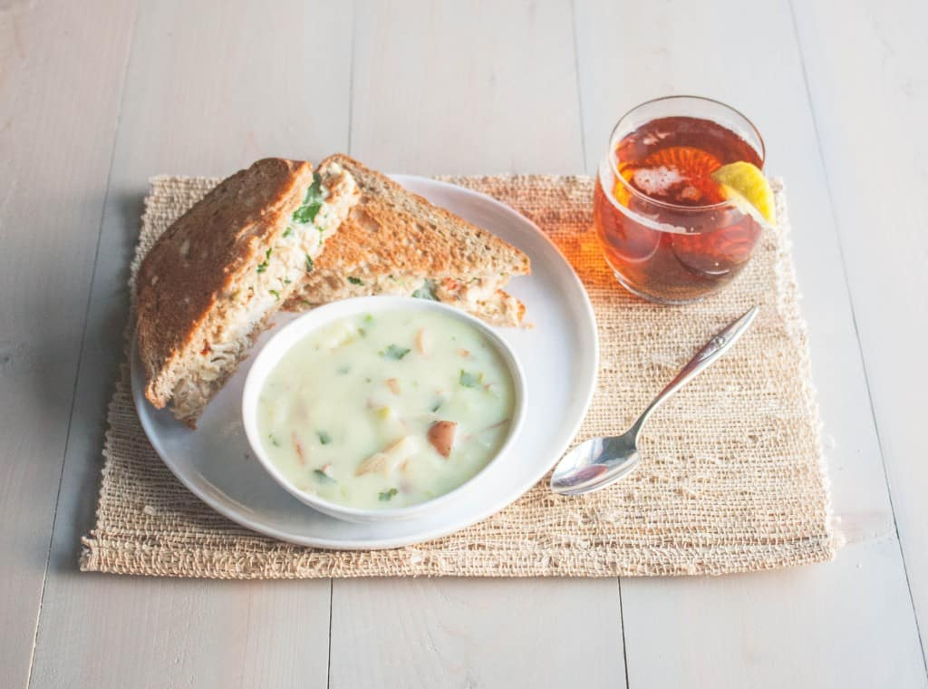 Soup-and-sandwich-with-tea