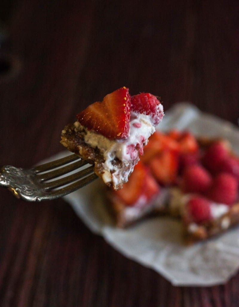 Coconut-cream-fruit-tarts-gluten-free-vegan-dessert