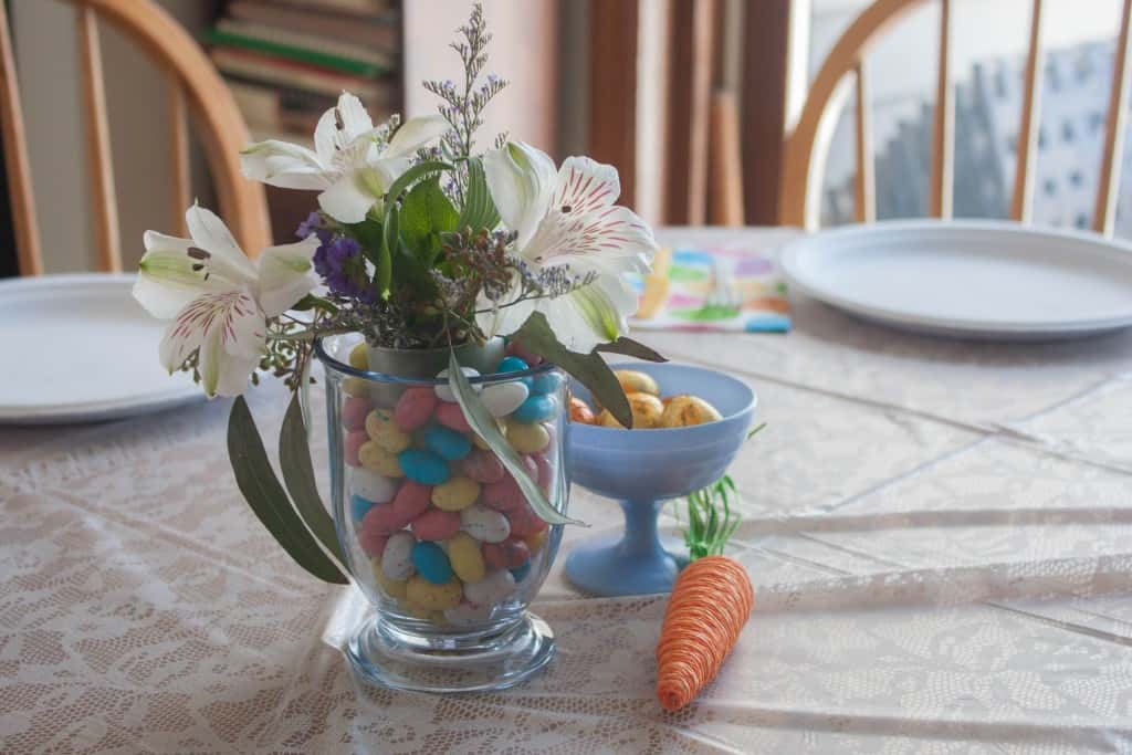 Flower-arrangement-with-jelly-beans