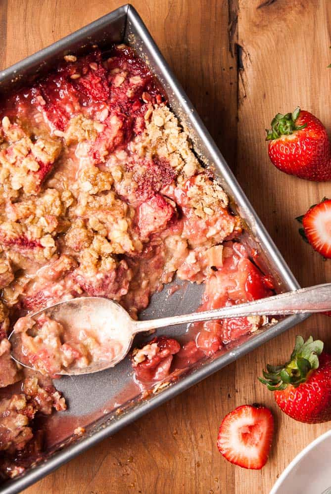 Vegan Strawberry and Rhubarb Crisp