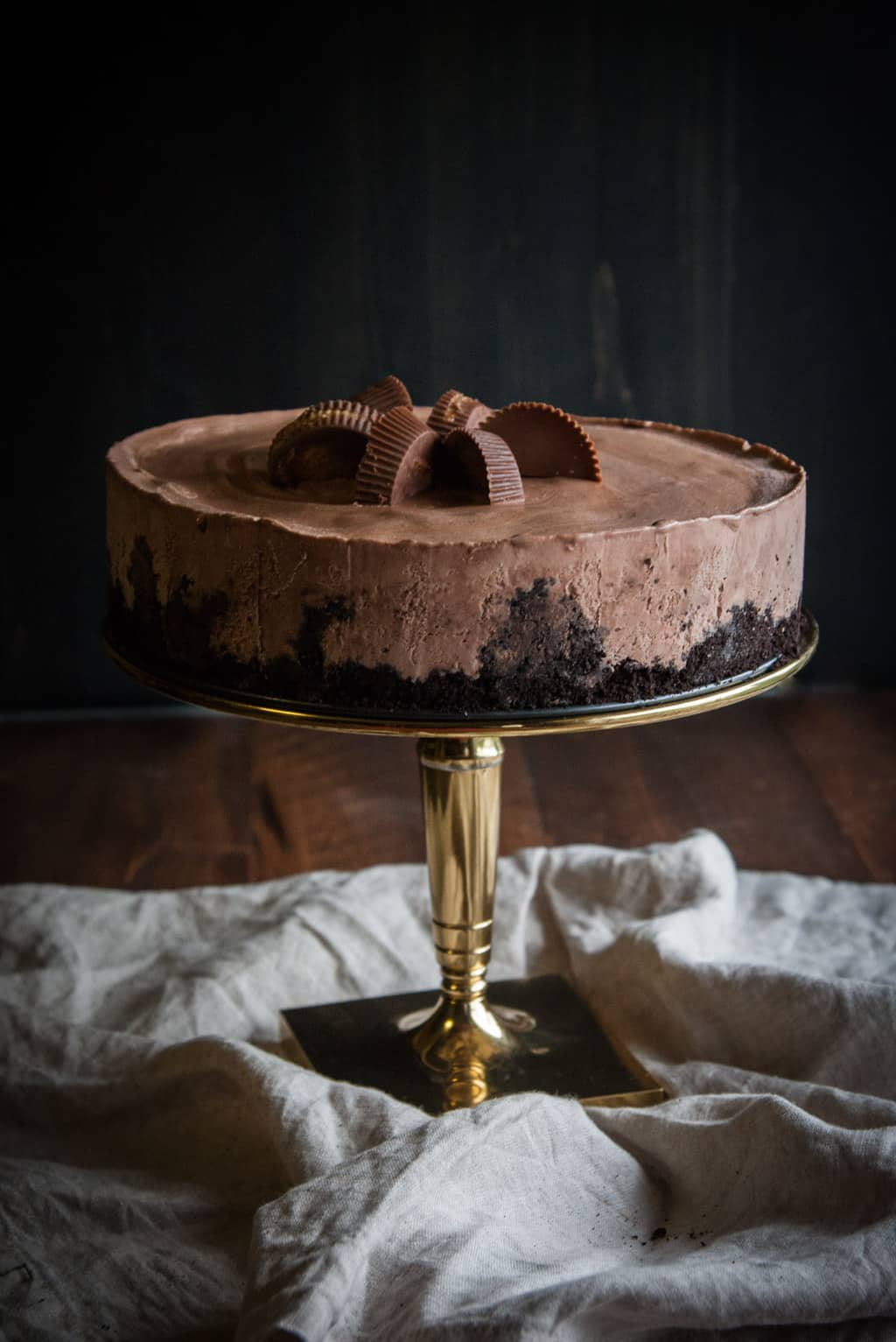 5 ingredient chocolate peanut butter ice cream cake from @sweetphi