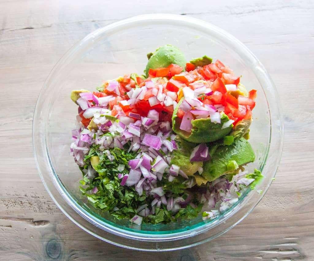 Quick guacamole ingredients - 5 ingredient guacamole