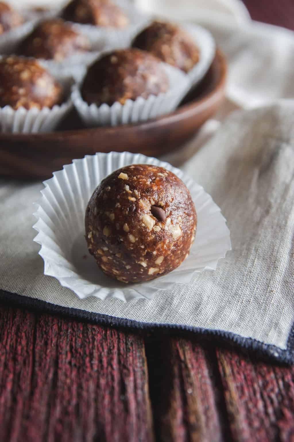 3 ingredient date energy bites from @sweetphi