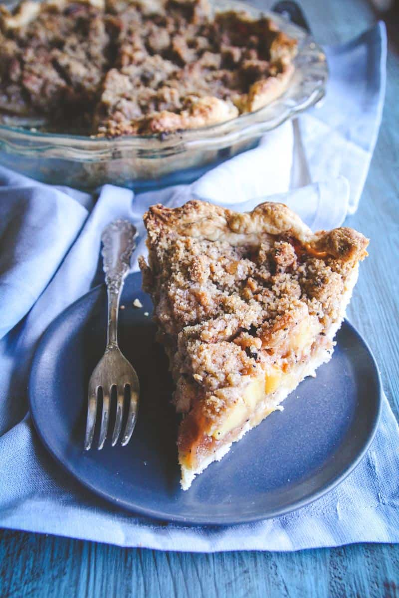 Coffee crumble apple pie recipe from @sweetphi