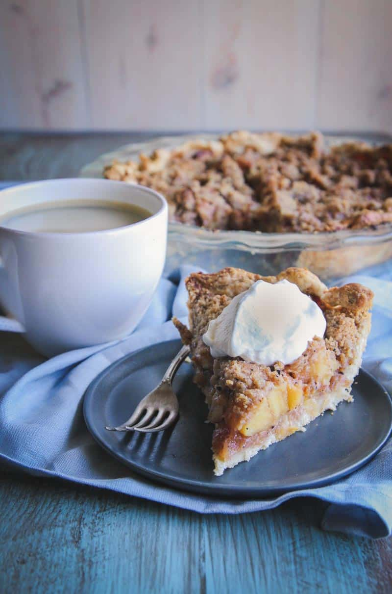 Coffee crumble apple pie from @sweetphi