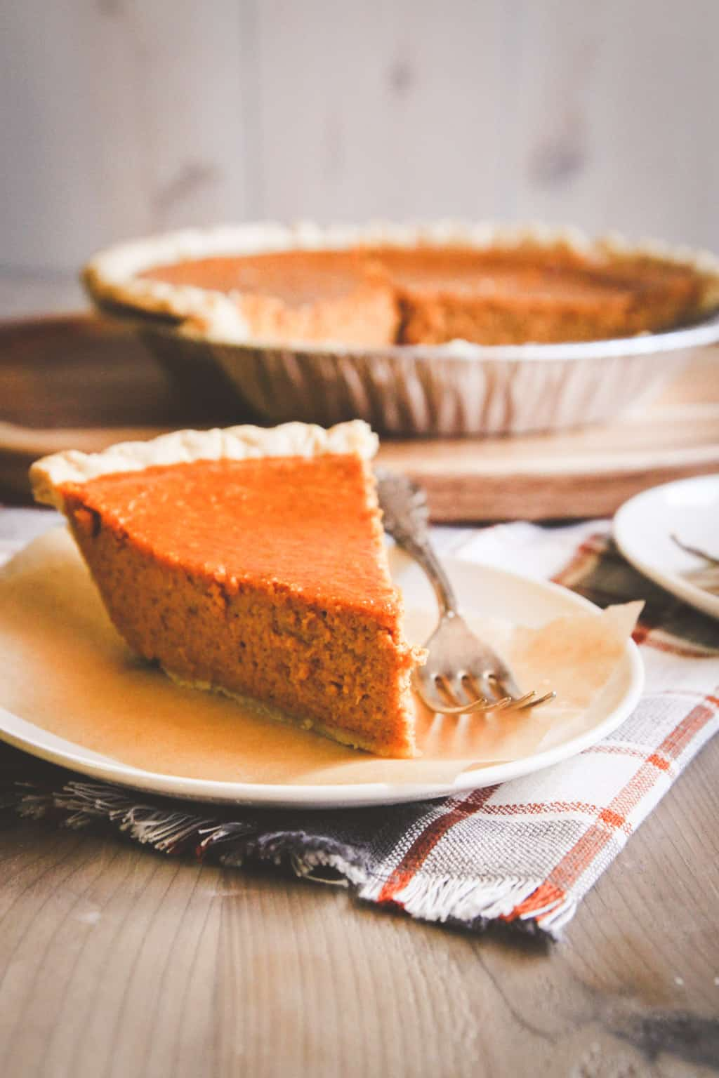 Easy 5 ingredient Thanksgiving pumpkin pie from @sweetphi