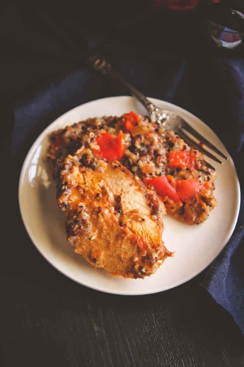 5 Ingredient slow cooker salsa chicken and quinoa from @sweetphi