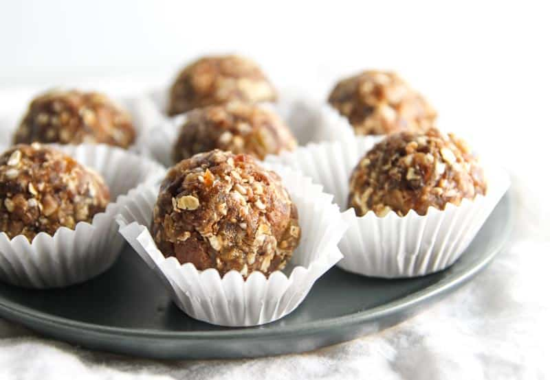 Healthy snack no bake oatmeal cookie energy bites from @sweetphi