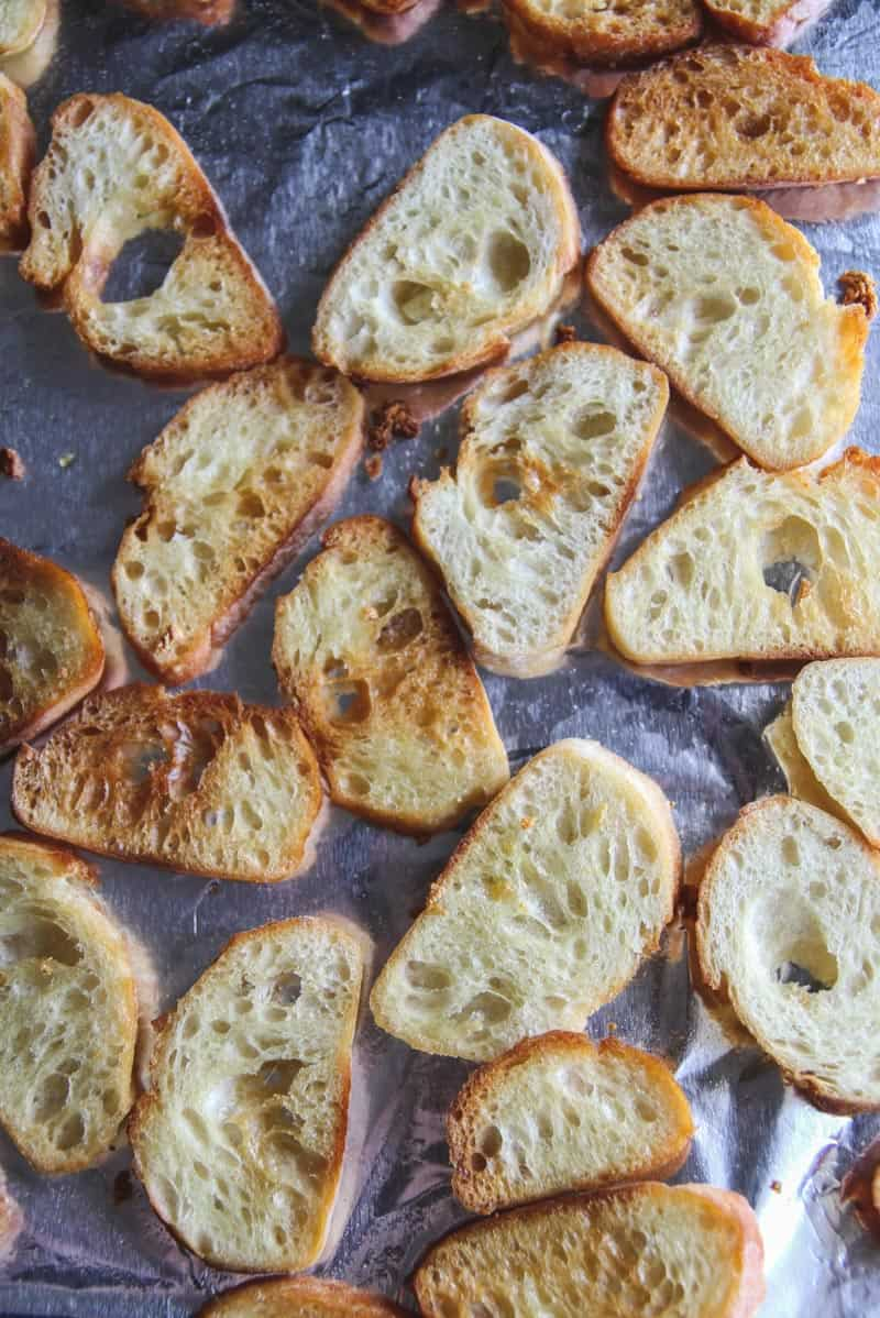 Garlic crostini for appetizers from @sweetphi