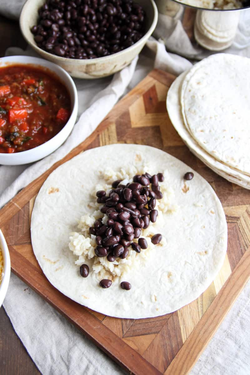 5-Ingredient vegetarian black bean freezer burritos from @sweetphi