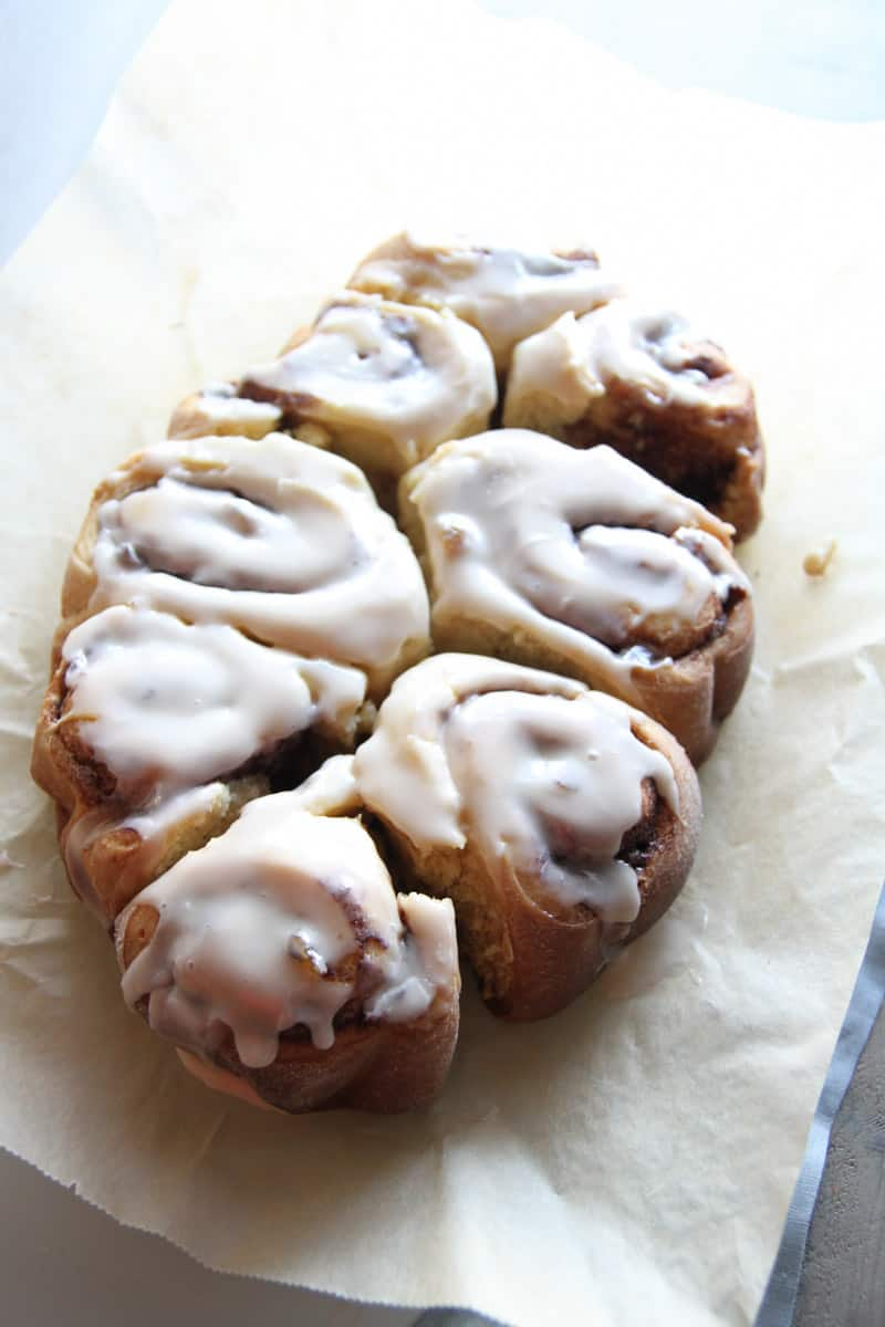 Slow cooker hot cross bun cinnamon rolls from @sweetphi