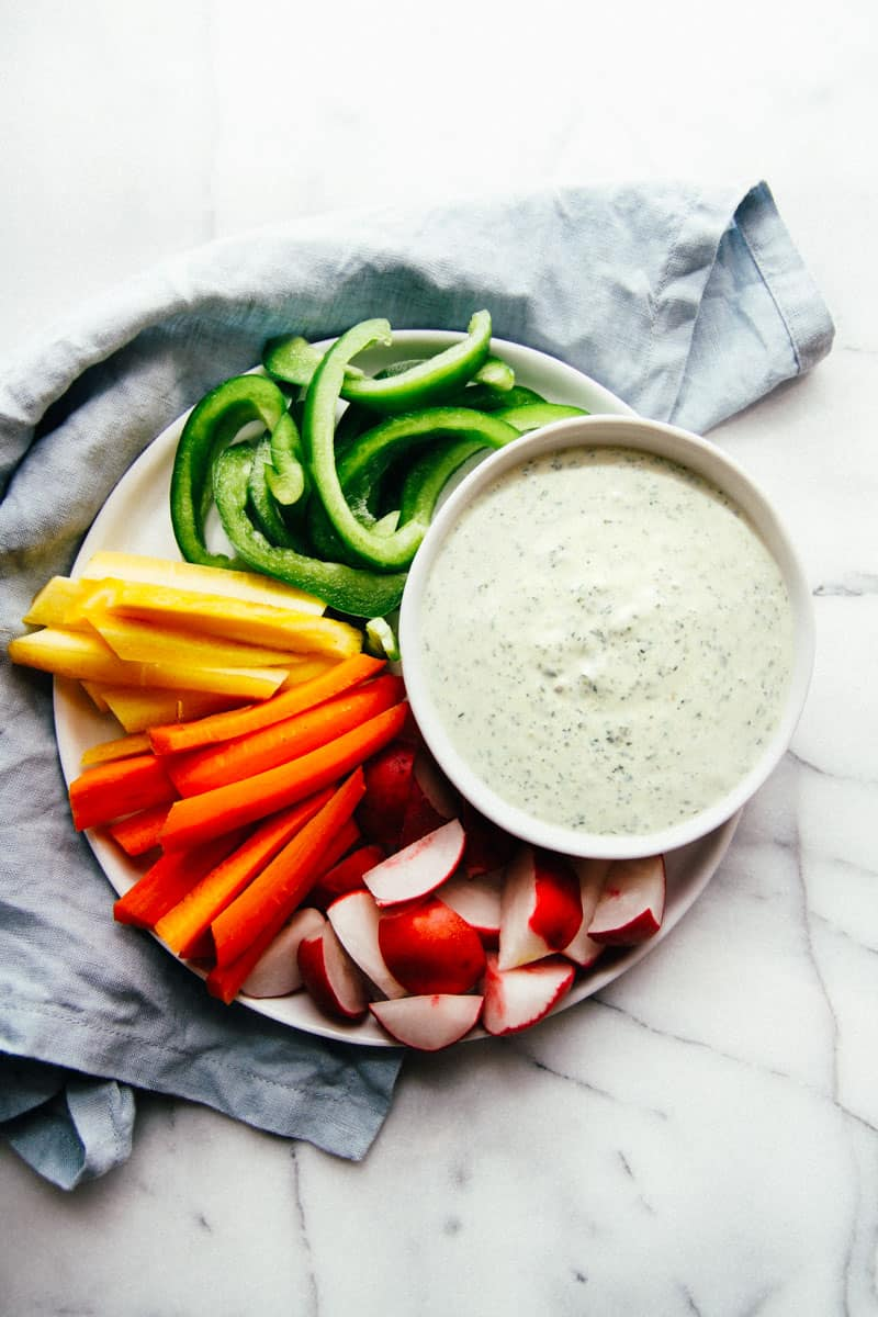 Green goddess dipping sauce dressing made with yogurt from @sweetphi