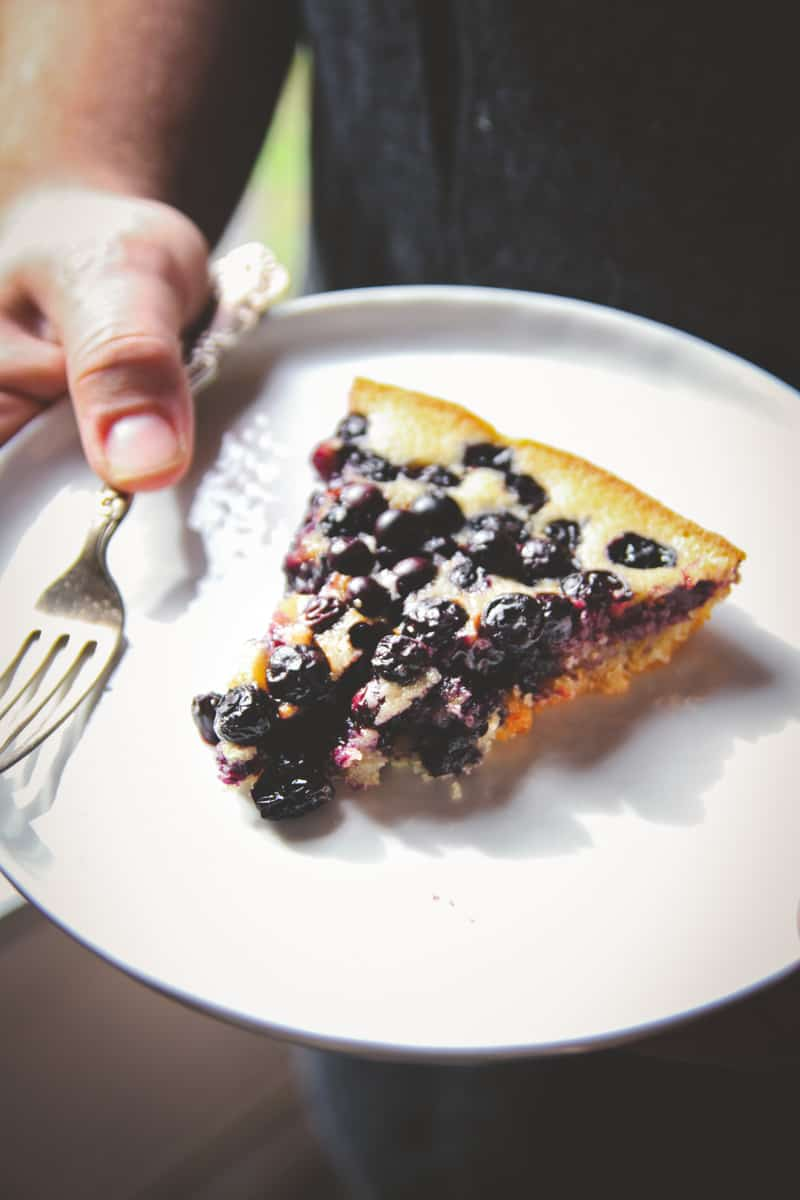 5 ingredient blueberry skillet dump cake @Sweepthi