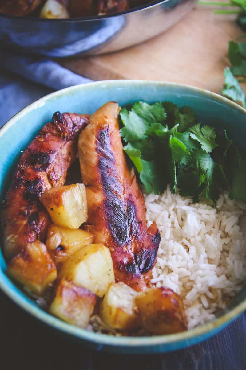 5 ingredient Hawaiian chicken and coconut rice bowls - delicious teriyaki chicken and rice bowls from @Sweetphi