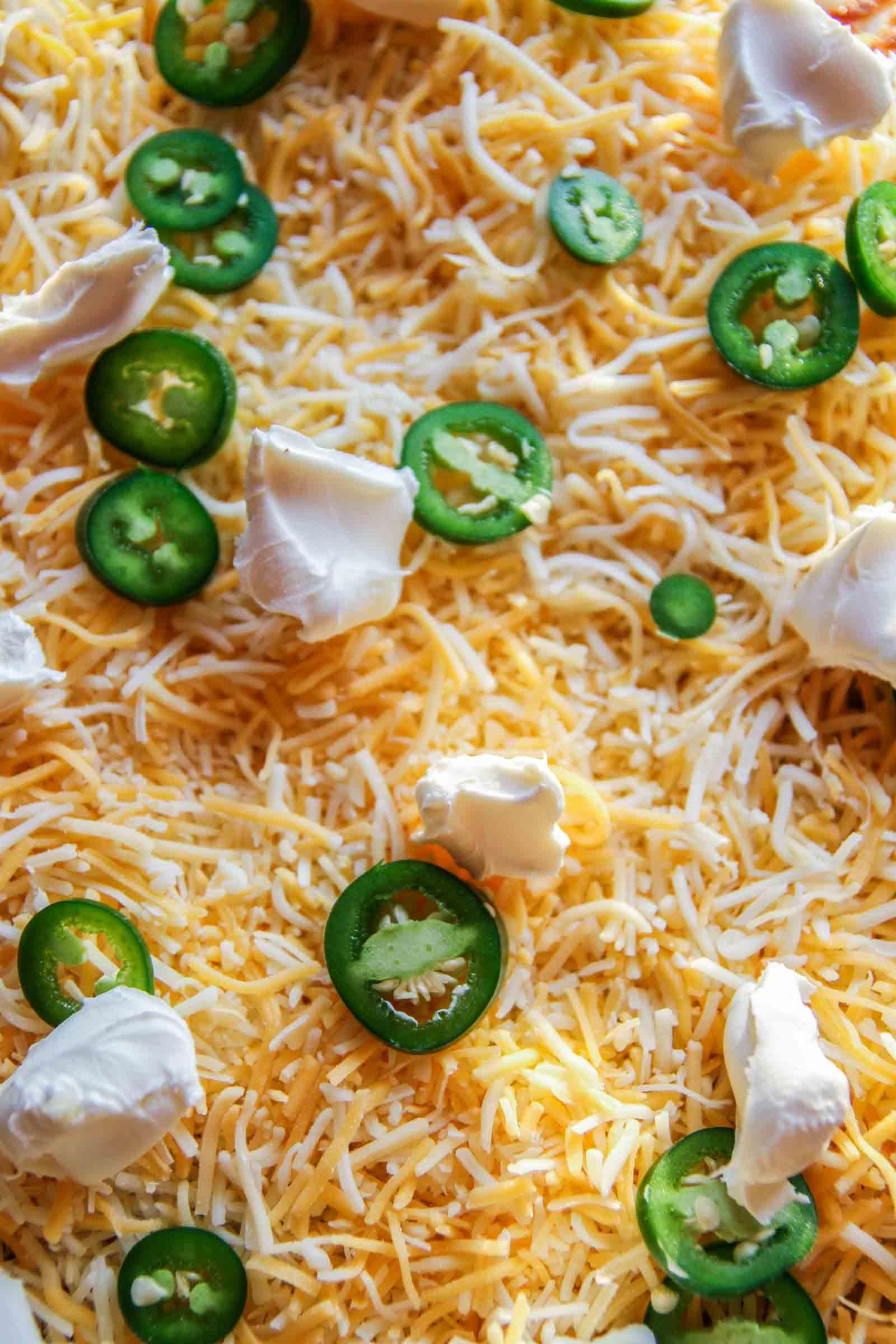 Jalapeno enchilada cream cheese pizza. Meatless Monday pizza recipe from @sweetphi