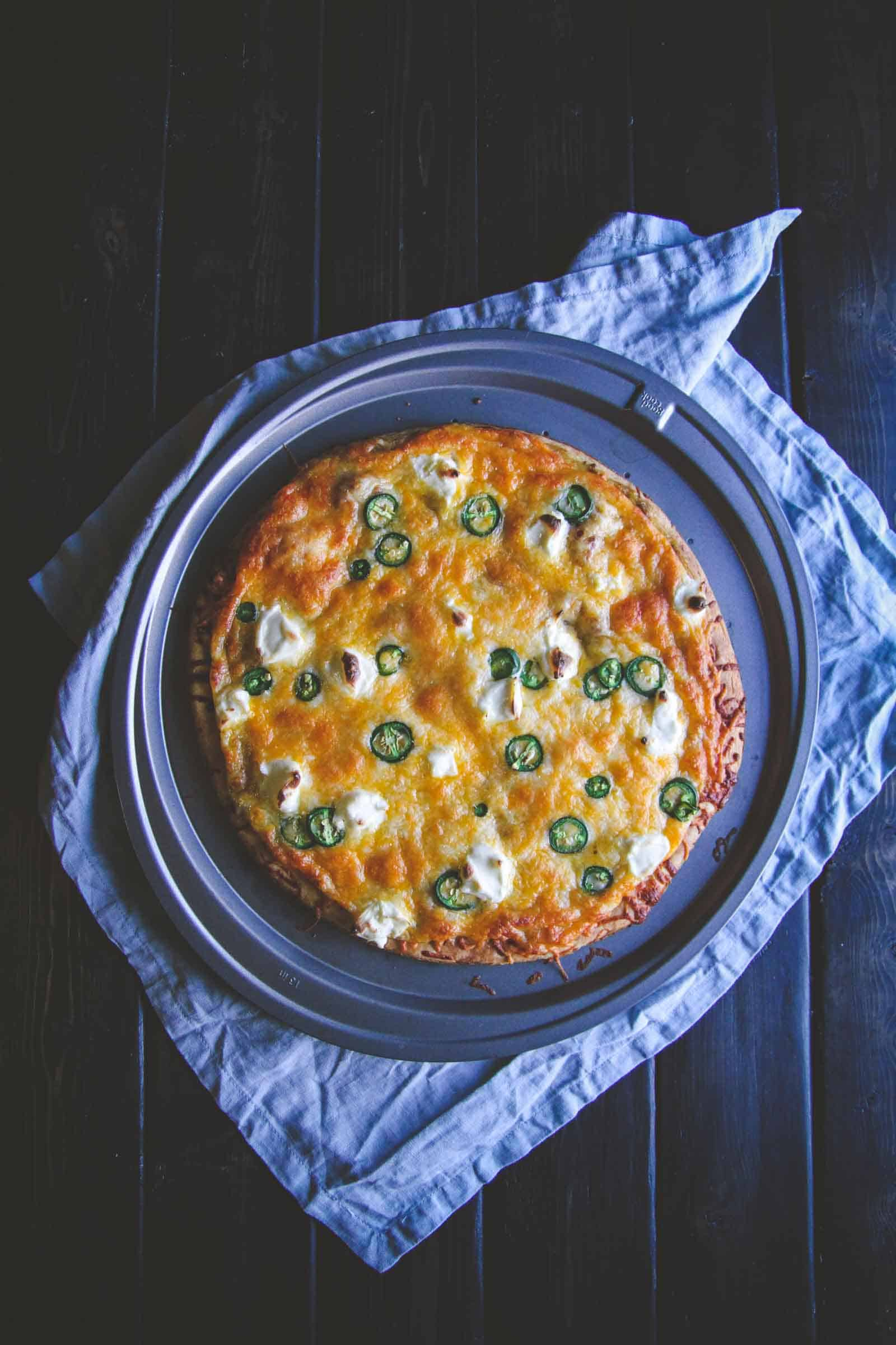 Perfect for a super easy 5 ingredient meatless Monday recipes. 5 ingredient jalapeno enchilada pizza from @sweepthi