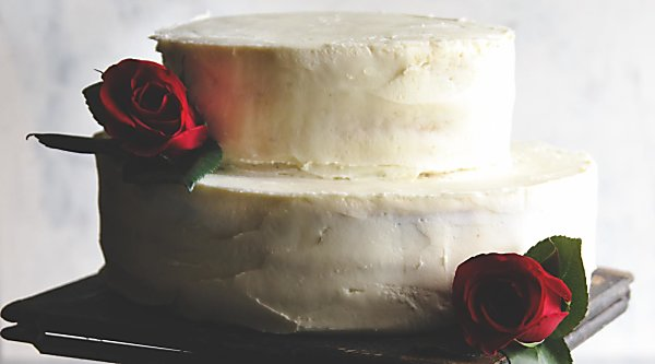 Best DIY wedding cake. Rustic wedding cake with fresh flowers