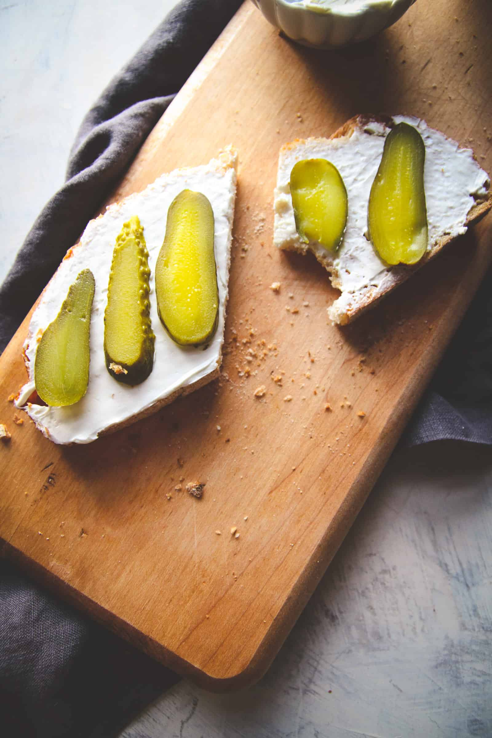 Cream cheese and pickles toast recipe