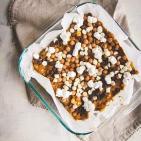 Rocky road blondies, blondies with caramel marshmallows and chocolate chips