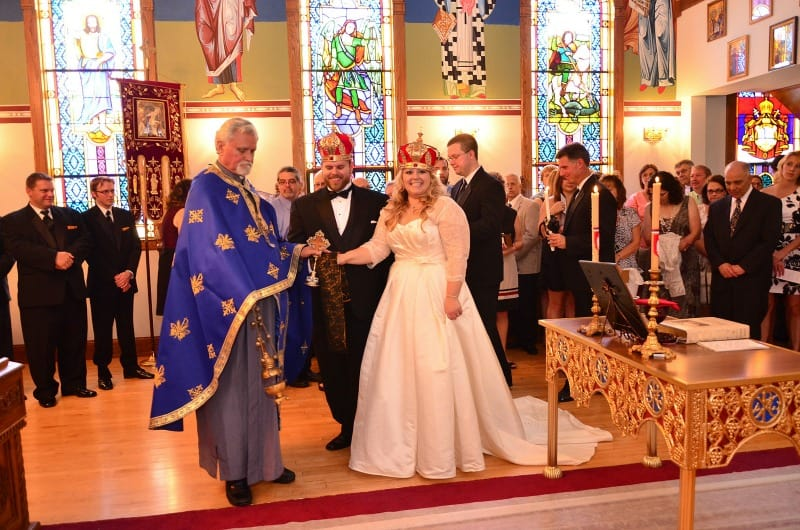 Serbian wedding picture with crowns