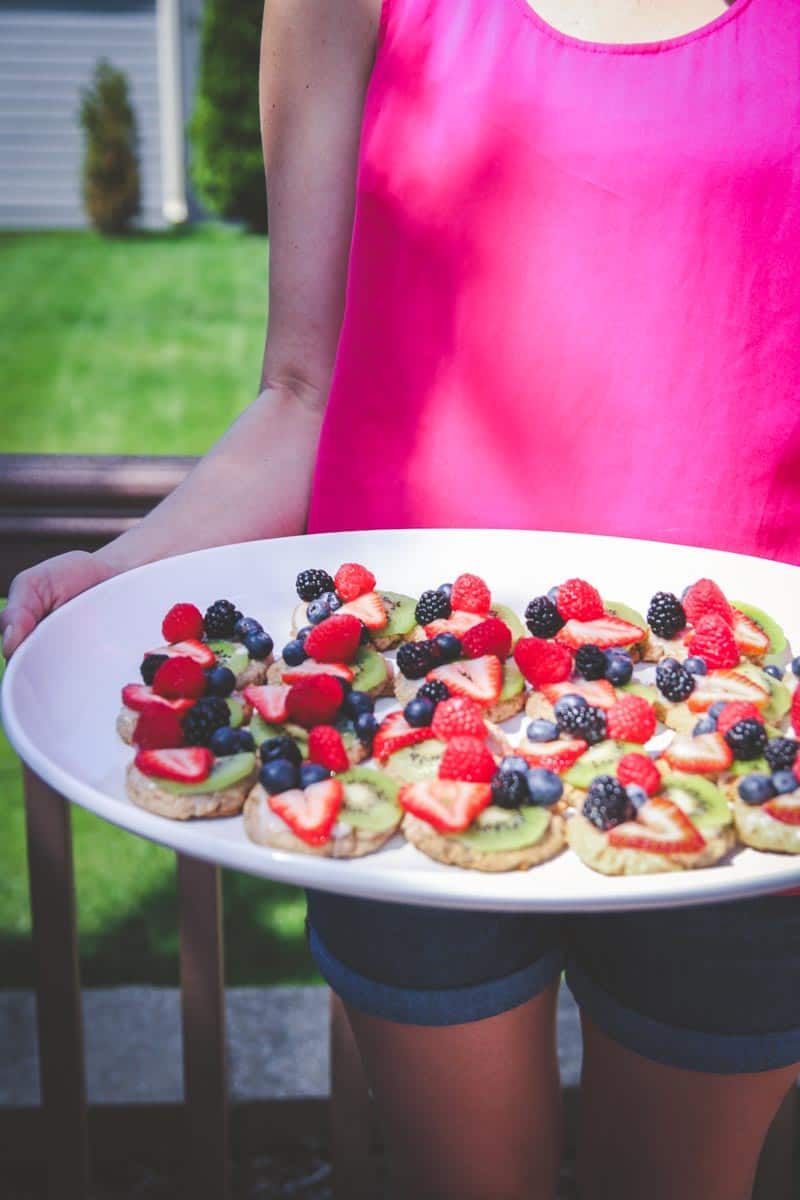 Healthy whole wheat fruit pizza cookies, delicious fruit pizza cookies