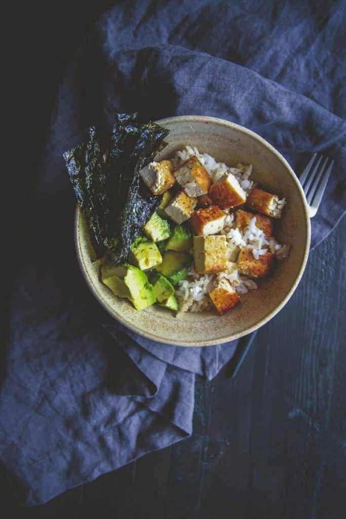 5 ingredient vegetarian sushi bowls with tofu