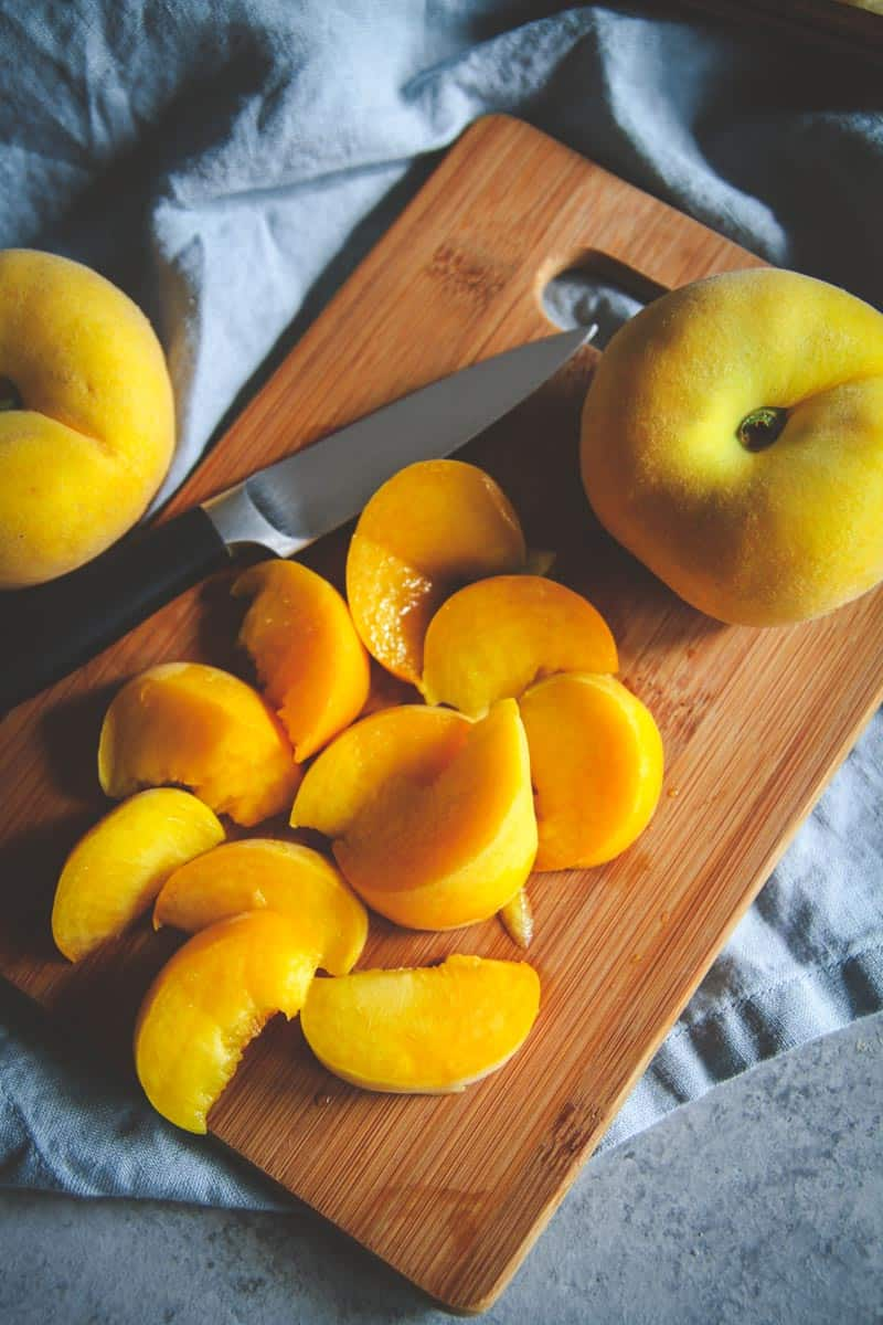 Easy summer dessert recipe with pie peaches