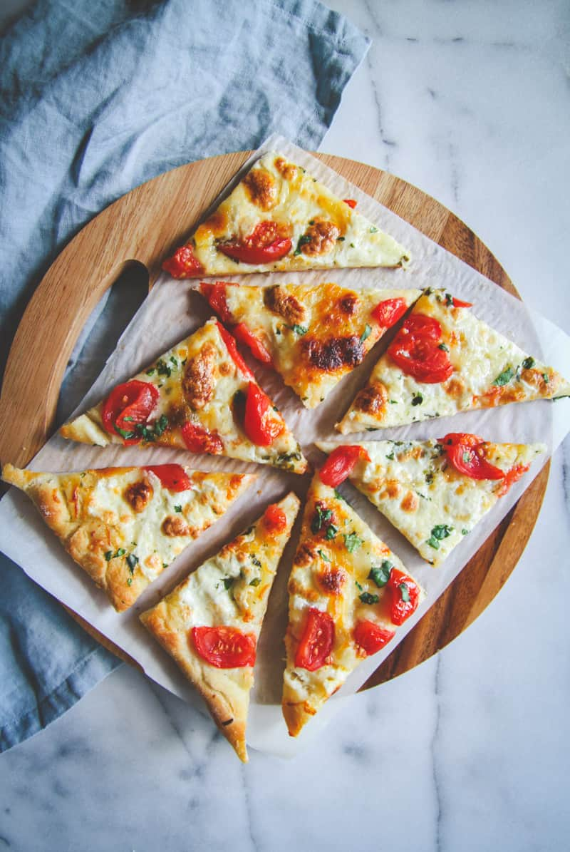 Fresh herb and tomato flatbread recipe , recipe using fresh garden herbs and tomatoes