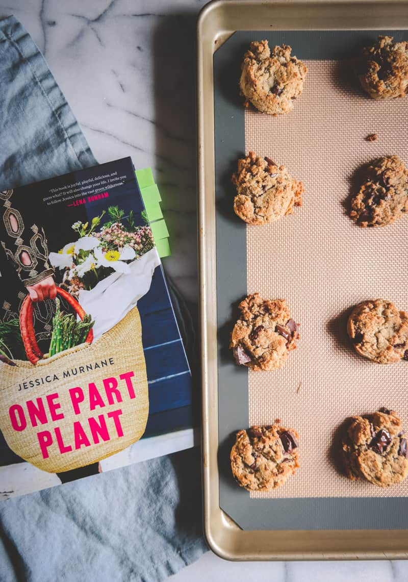 gluten free vegan chocolate chunk cookies recipe, plant based cookies that are actually good!