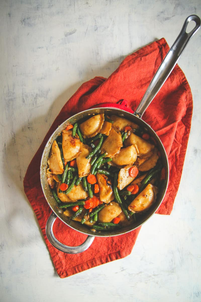 One pan vegetarian dumpling recipe, easy vegetarian dinner recipe, 30 minute vegetarian meals , Meatless Monday recipe