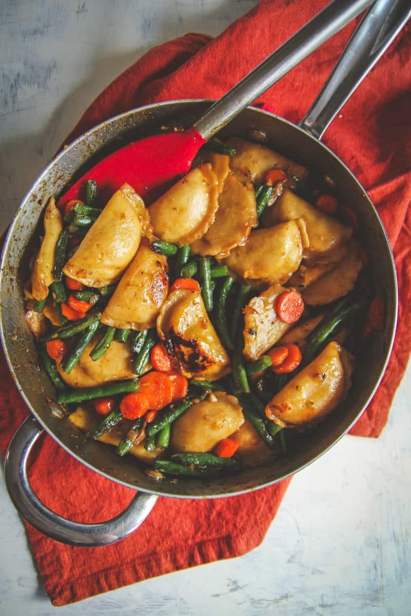 One pan vegetarian dumpling recipe, easy vegetarian dinner recipe, 30 minute vegetarian meals