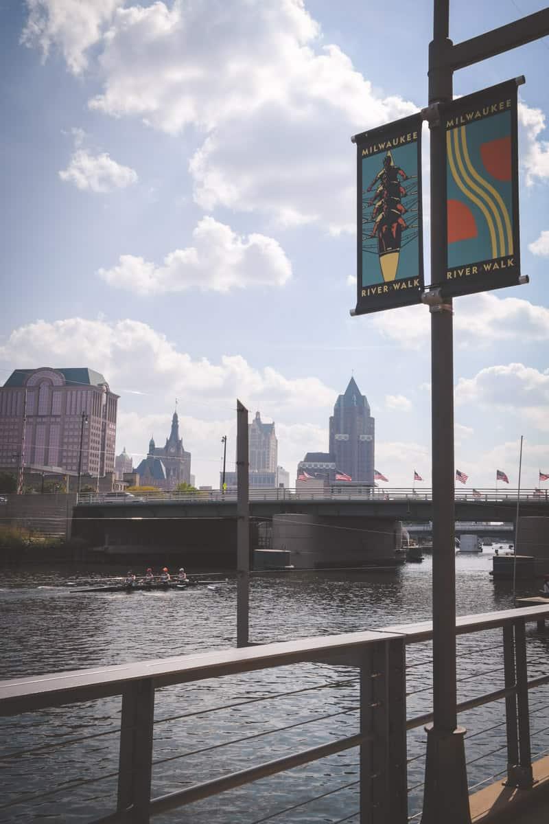 Milwaukee River Walk - Milwaukee skyline
