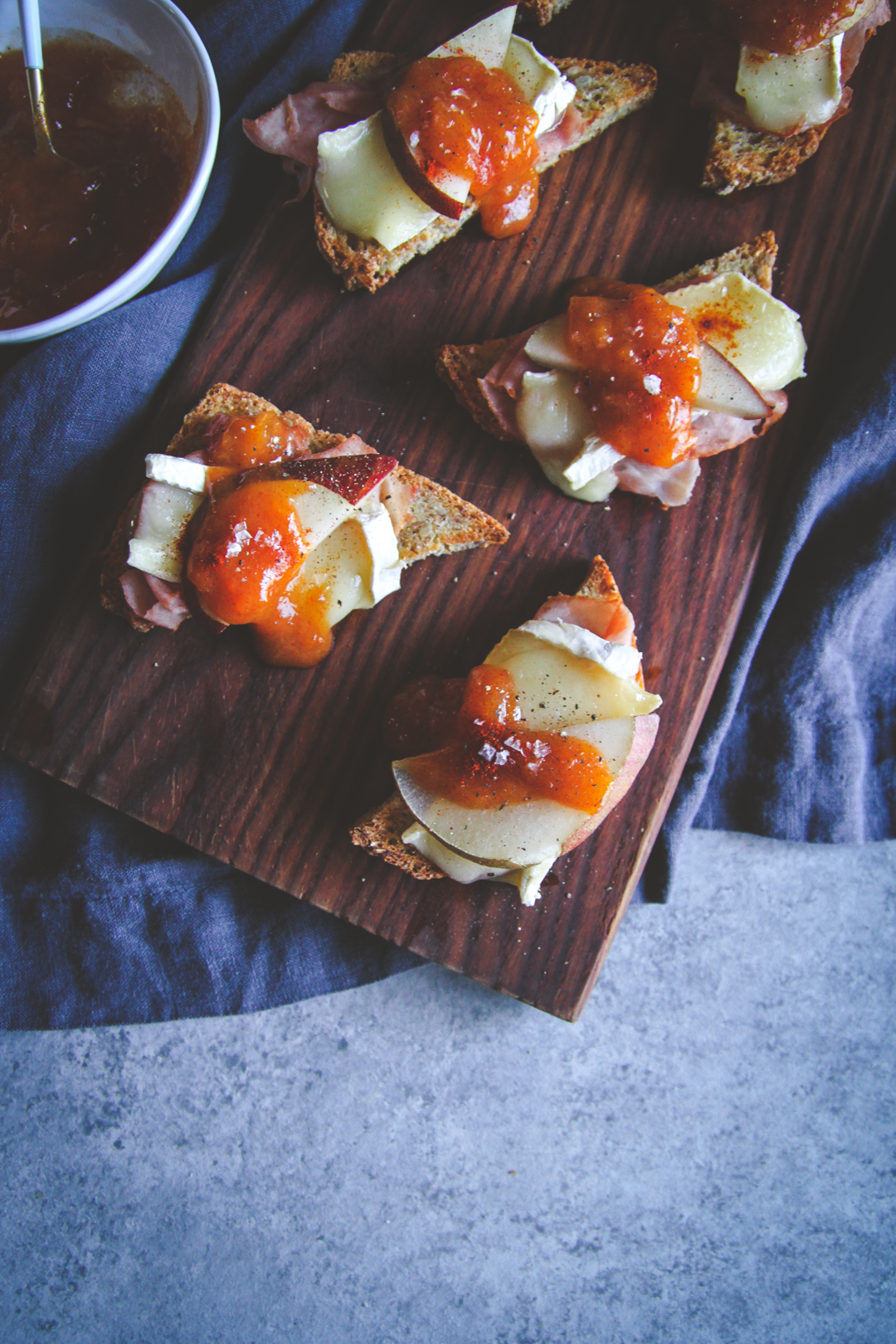 Ham and brie crostini fancy toasts recipe, ham and brie and pear appetizer recipe