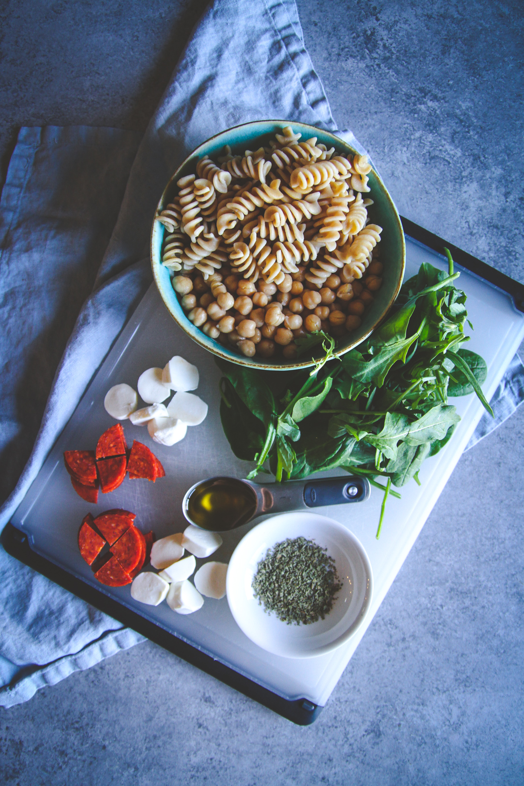 Easy healthy lunch recipe, pepperoni pasta salad lunch recipe, salad in a mason jar, salad in a jar recipe