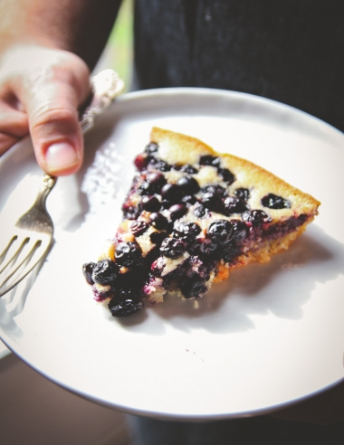 5 Ingredient Blueberry Skillet Dump Cake