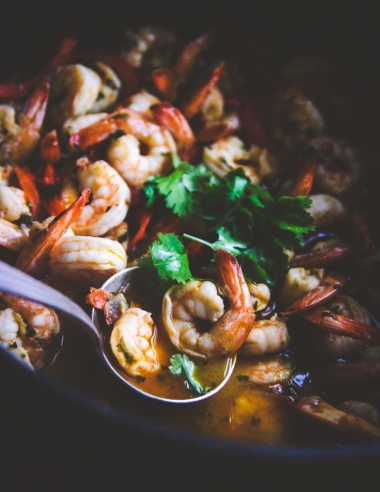 White wine garlic chili shrimp {15 minute dinner}
